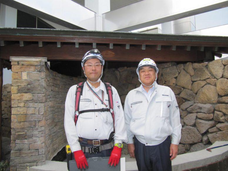 左から佐藤係長、中山社長(撮影場所:女湯の露天風呂)