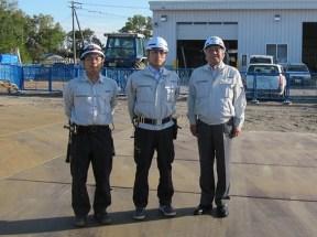 左から香西君、田中係長、中山社長