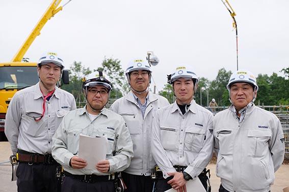 左から 栗田さん、高橋さん、三品さん、鈴木さん、社長