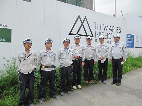 左より長谷川さん、西本さん、菊地さん、目黒さん、村田さん、堀田所長、中山社長