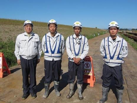 左より中山社長、馬場所長、牧野さん、天野さん