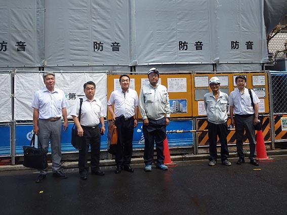 左より木下部長、作田支店長 中山社長、佐藤係長、大塚課長、前田次長