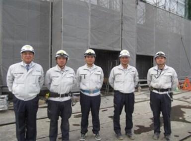 左から中山社長、神係員、田中(裕)主任、菊池係長、右谷主任