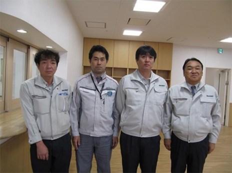 左から木村主任、大和ハウス工業㈱の小川さん、松本工事課長、中山社長