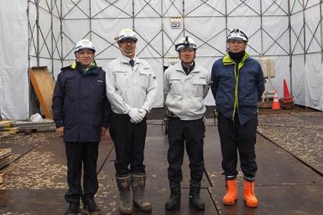 左から、中山社長、三品所長、鈴木さん、栗田さん