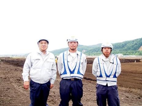 左から 中山社長、前野所長、植田さん