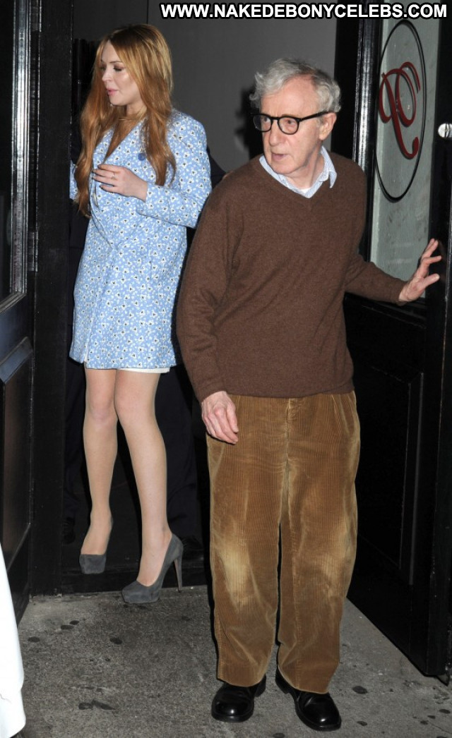 Lindsay Lohan Babe Beautiful Paparazzi Celebrity Posing Hot Actress