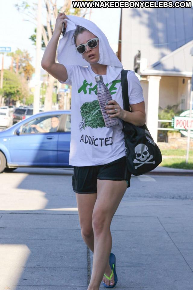 Kaley Cuoco Yoga Class Shorts Beautiful Paparazzi Babe Posing Hot