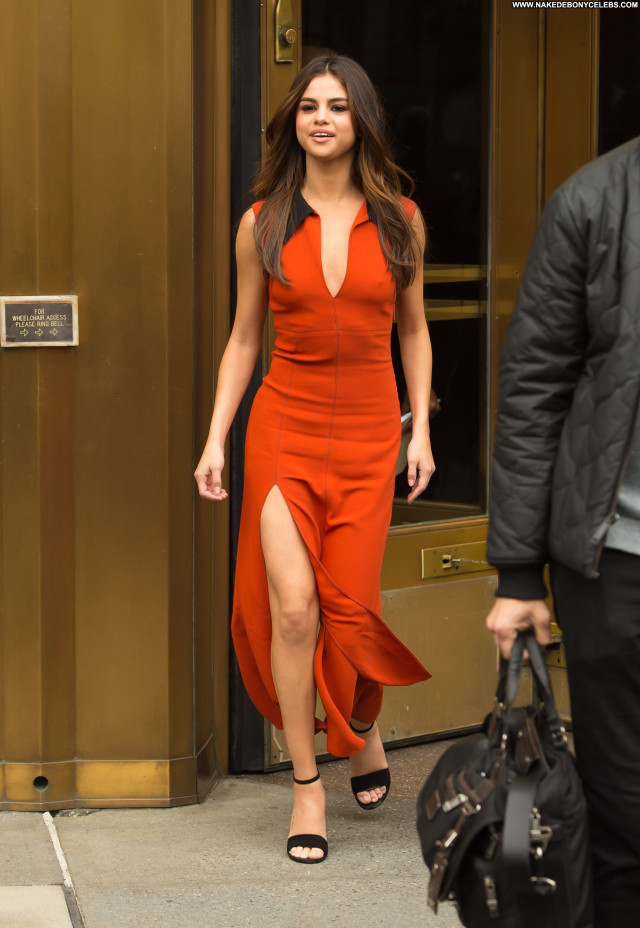Selena Gomez New York Beautiful Actress Orange New York American Babe
