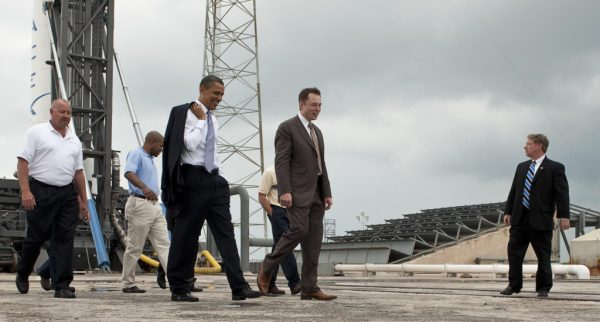 Elon_Musk_gives_tour_for_President_Barack_Obama