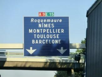 Autobahnschild der A9 E15 Nimes Montpellier Toulouse und Barcelona