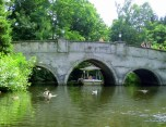 Gondoletta unter der Brücke