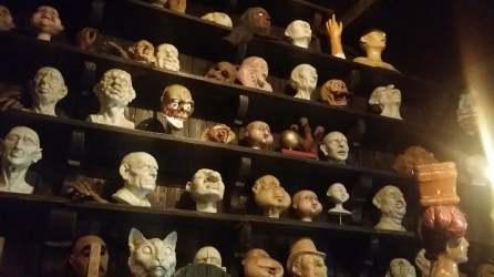Puppen und Masken