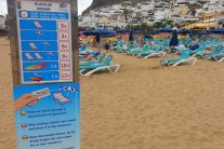 Preistafel am Strand von Puerto de Mogan