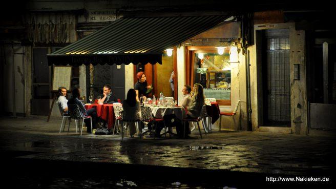 Nachtschwärmer in Venedig