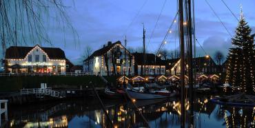 Heimathafen Carolinensiel am Abend