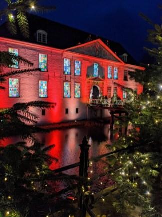 Wasserschloss Dornum am Abend
