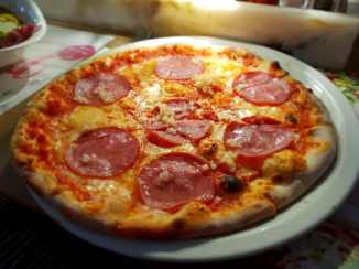 Meine Pizza Salami mit Knoblauch