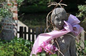 Statue mit Halstuch