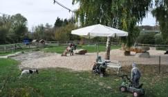 Elternaussicht: Spielwiese auf dem Hof