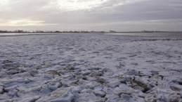Eisschollen am Strand von Bensersiel