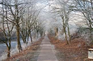 Weg am Ems Jade Kanal Aurich im Winter