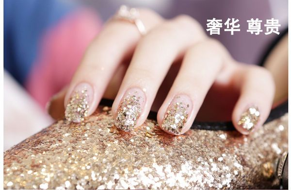 How to use the dry glitter of nail art?