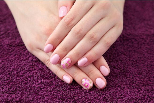List of all items in the nail salon