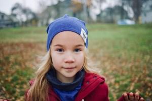 Kepurė vaikui rudeniui 'MANO NUOTAIKA' Dvipusė Mėlyna-Pilka