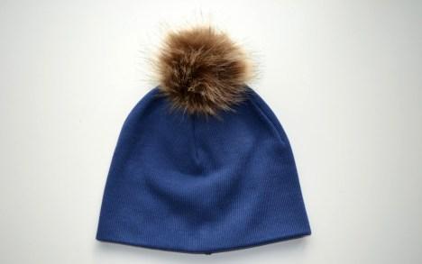Rudeninė mėlyna berniukiška kepurė su burbulu
