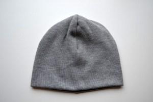 pilka kepurėPilka rudenio kepurė vyrui - dviguba