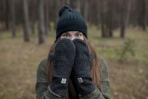 Tamsiai žalios žieminės Lietuvoje pagamintos pirštinės