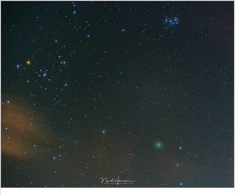 Komeet 46P/Wirtanen als een groenige vlek in het sterrenbeeld stier. (Sony A7R III + FE 2,8/70-200 @ 70mm   ISO12800   f/2,8   2 sec)
