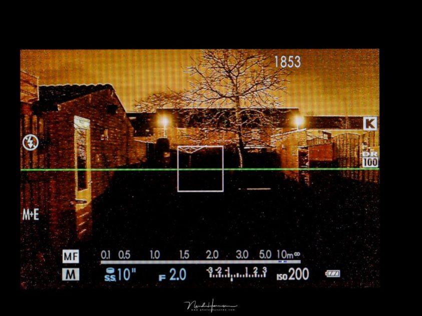 scherpstellen met een mirrorless camera in het donker