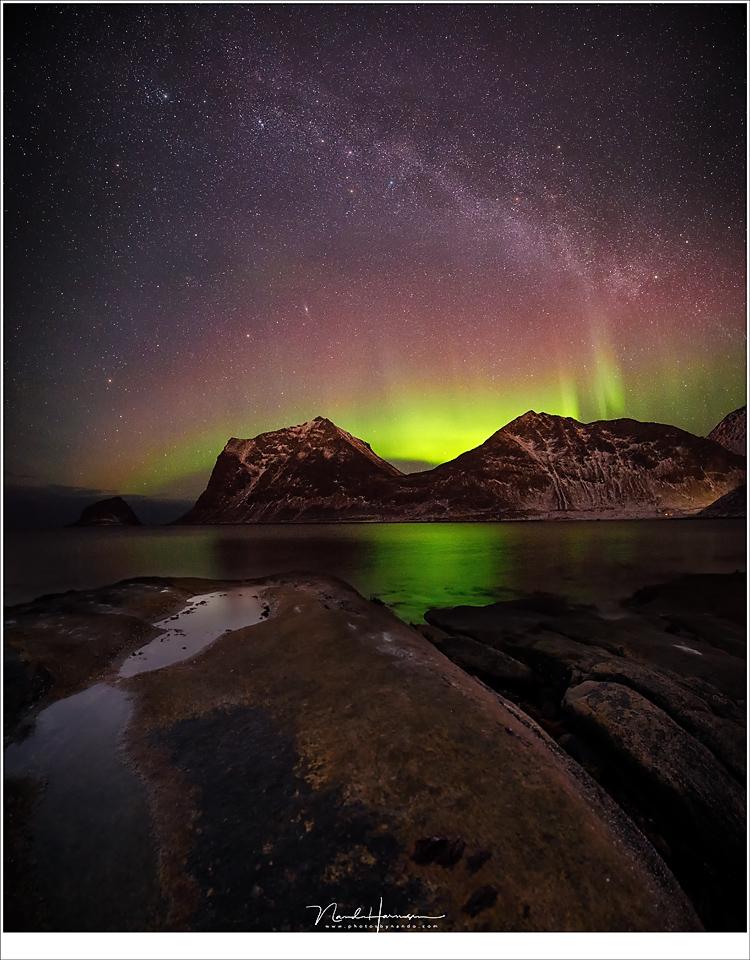 Noorderlicht en de Melkweg. (16mm - ISO12800 - f/2,8 - 10sec)