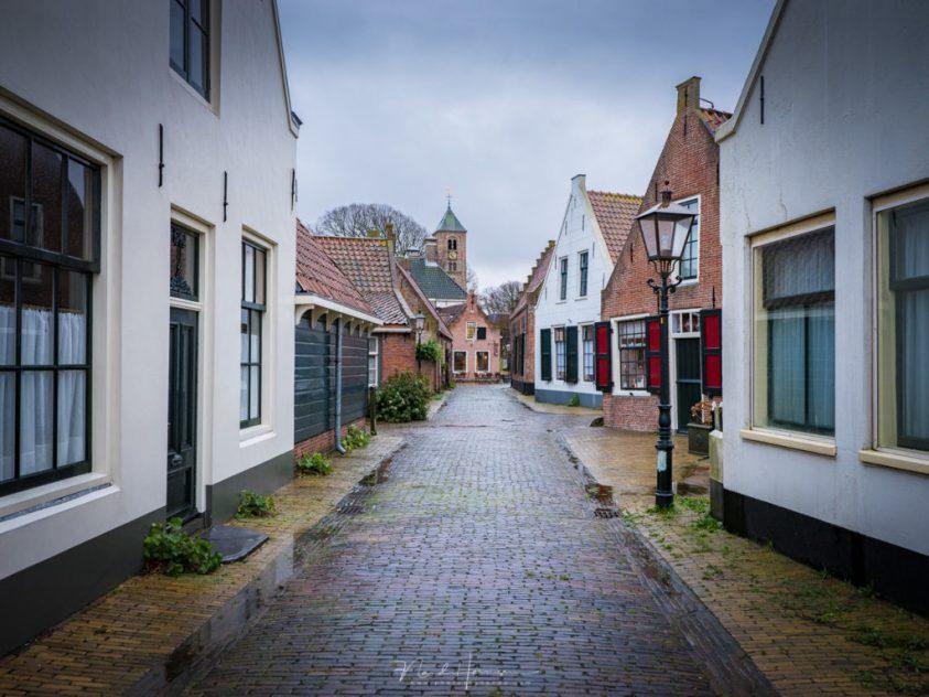 Het straatbeeld van Velsen-Zuid op een late zaterdag middag