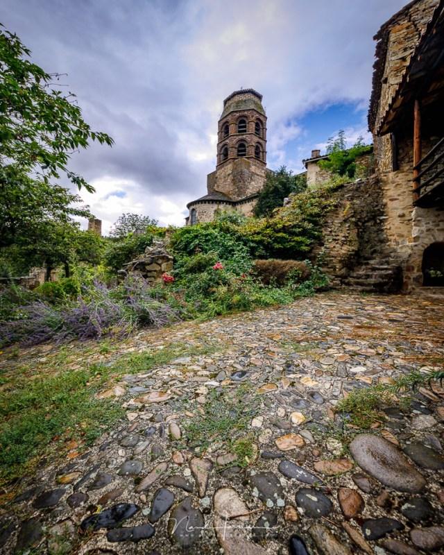 Het dorp Lavaudieu in de Auvergne, gefotografeerd als verticaal panorama met het TS-E17mm en een Rogeti TSE frame