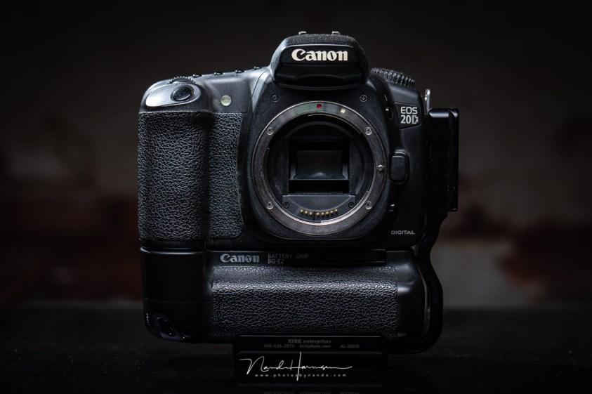 De Canon EOS 20D met batterijgrip