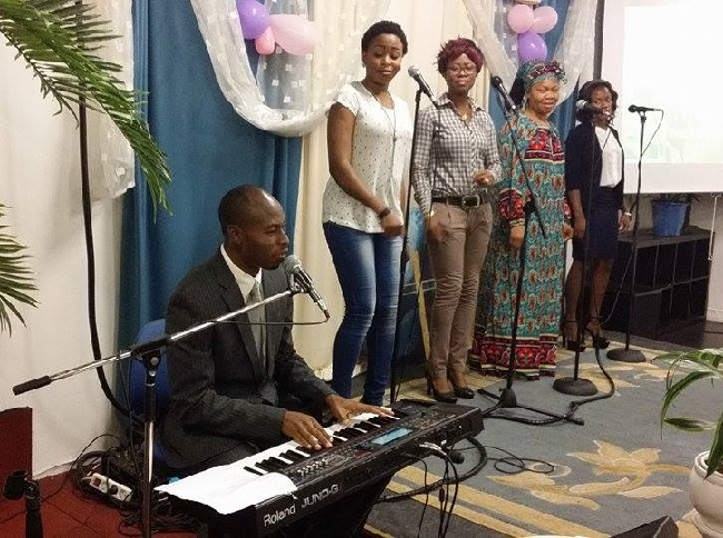 Bolanle Joel Ekanoye aka Bmaster performs with the RCCG Covenant Parish Choir
