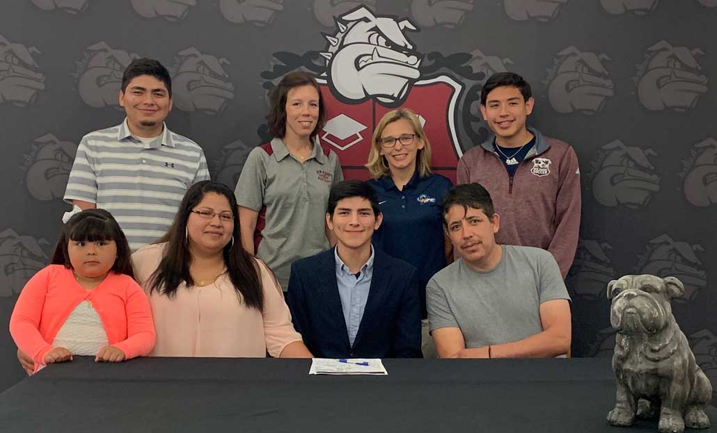 New Albany MS Carlos Romero signs with Blue Mountain
