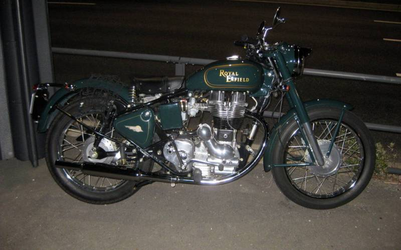A Royal Enfield 350 just parked up