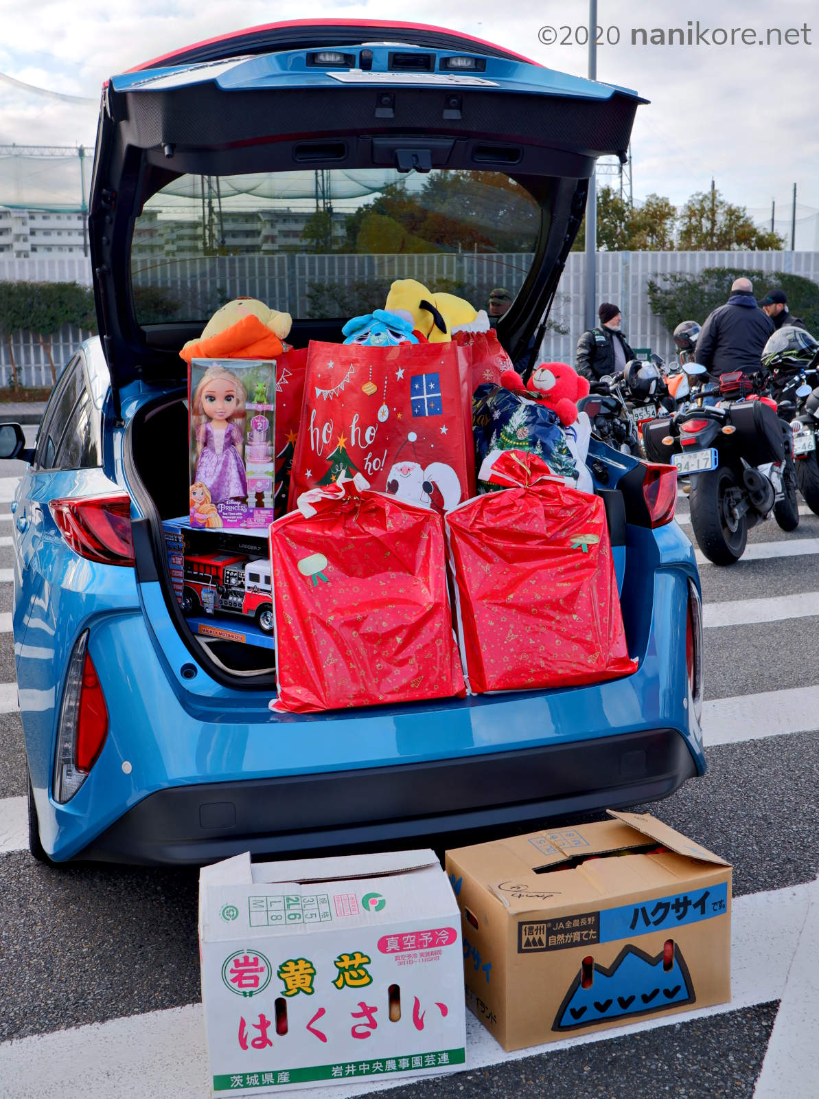 More cars full of gifts