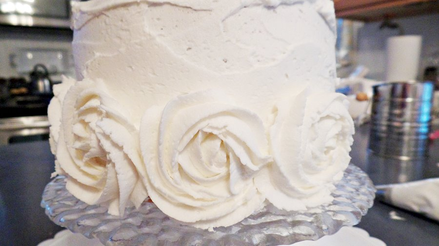 Making icing roses