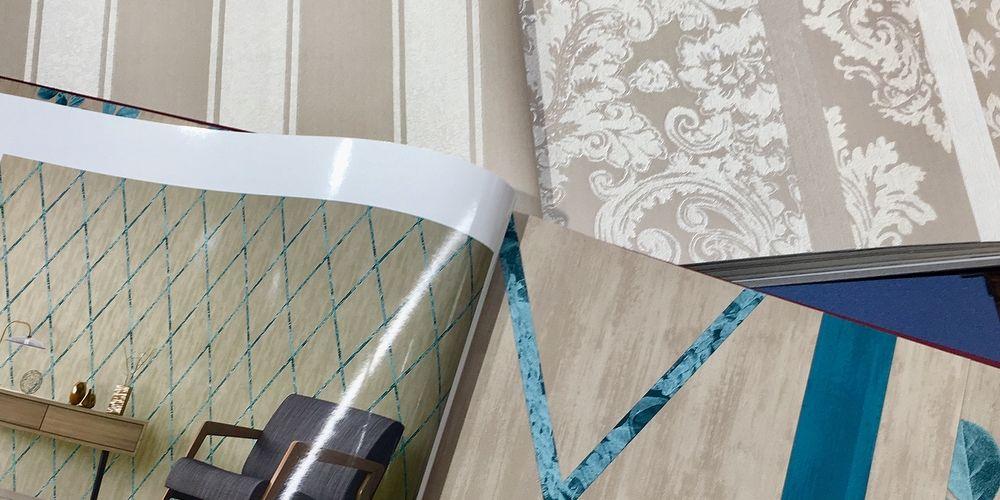 Basta infilare la lama della spatola sotto una giunta e sollevare un poco la carta per asportarne. Carta Da Parati Come Togliere