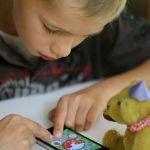 Παιδί και οθόνες- η σύγχρονη ενοχή. Μήπως να χαλαρώσουμε;