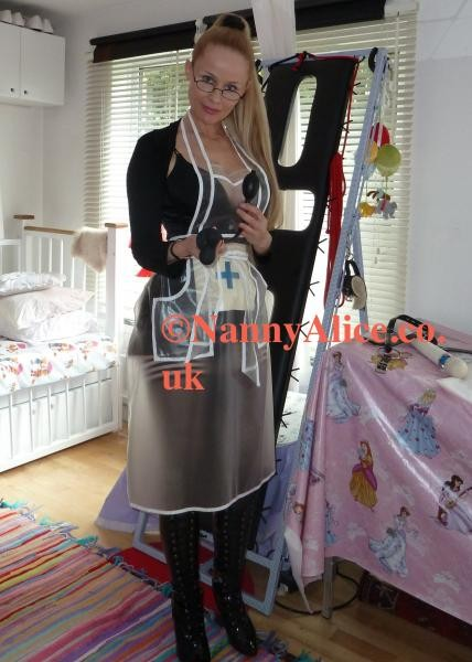 Photos BDSM Nanny Alice in latex wearing a plastic apron
