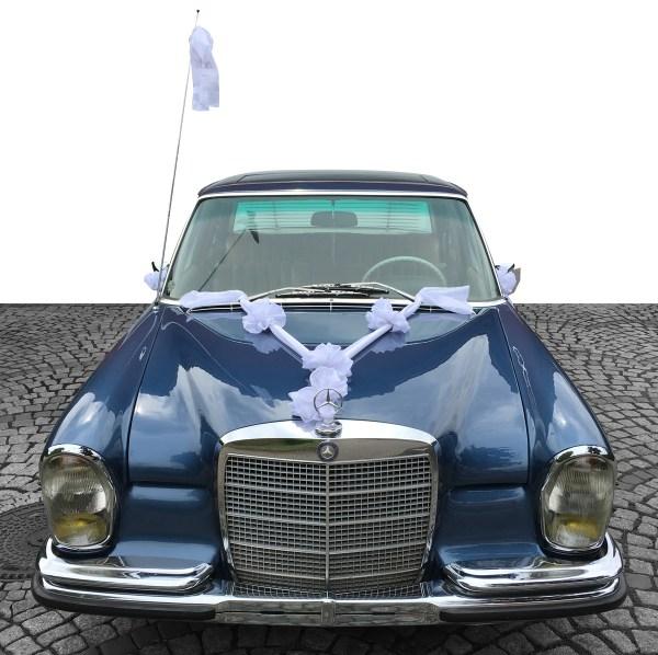 aufbereitetes Auto für eine Hochzeit