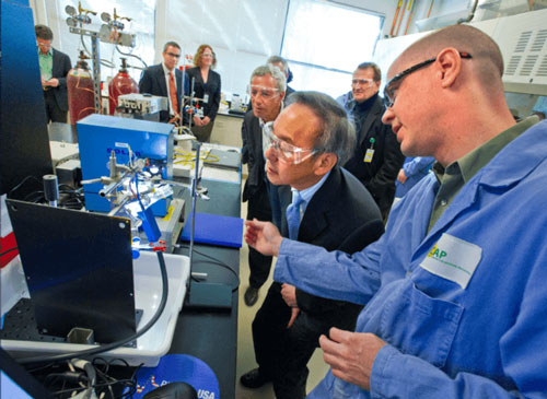 Former Energy Secretary Steven Chu visiting the Joint Center for Artificial Photosynthesi