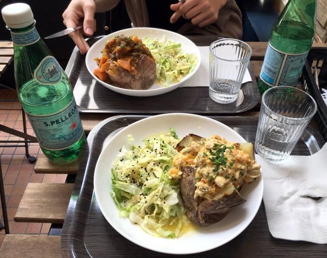 Jacket potatoe végane et thaï chez Josephine café à Nantes
