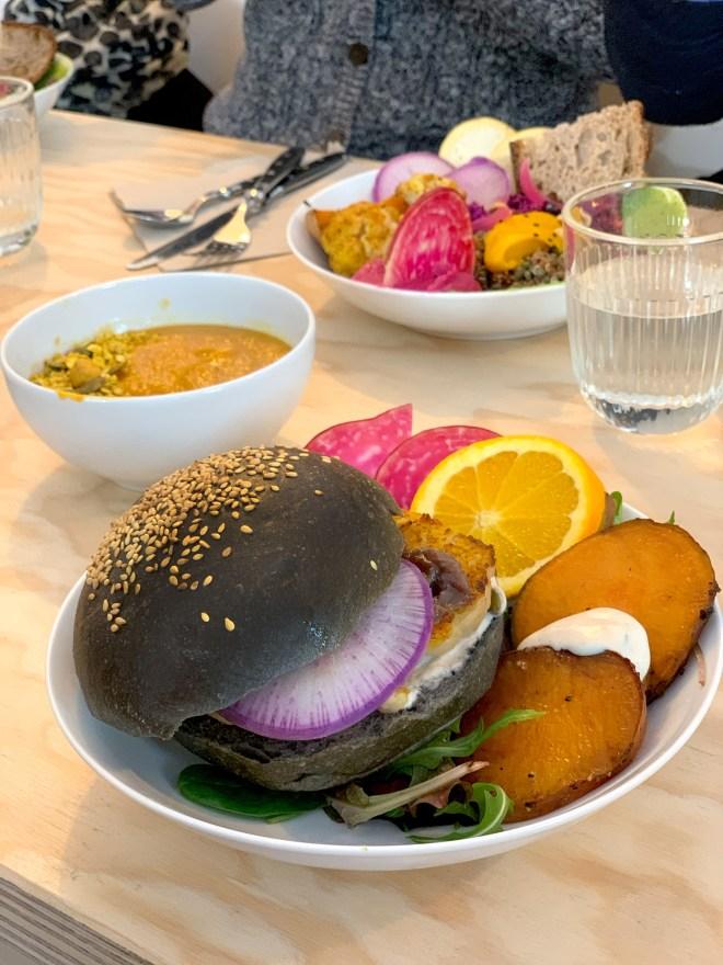 Burger veggie chez Mint, restaurant végétarien à Nantes